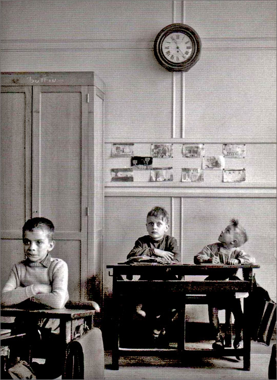 robert doisneau les enfants des rues et l 39 cole. Black Bedroom Furniture Sets. Home Design Ideas