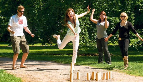 Molkky jeu de quilles finlandaises pour petits et grands for Jeu adulte exterieur
